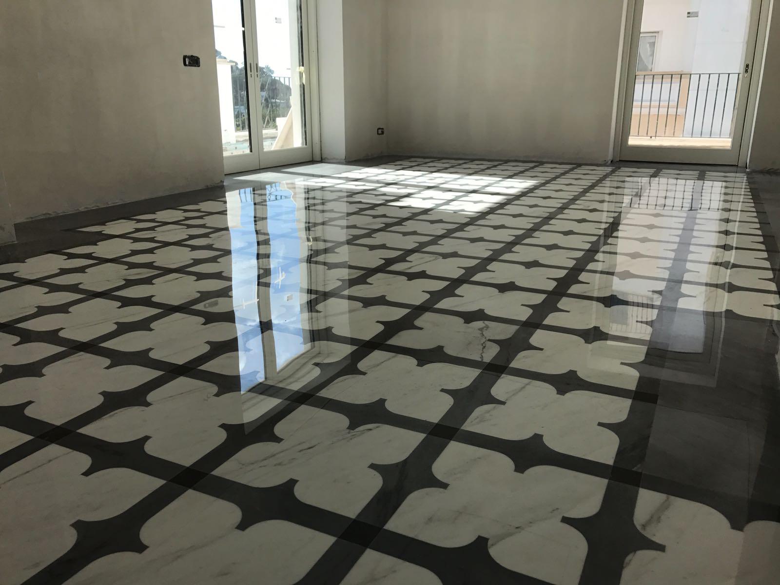 Scala In Marmo Nero pavimento in bianco e nero: l'eleganza del marmo